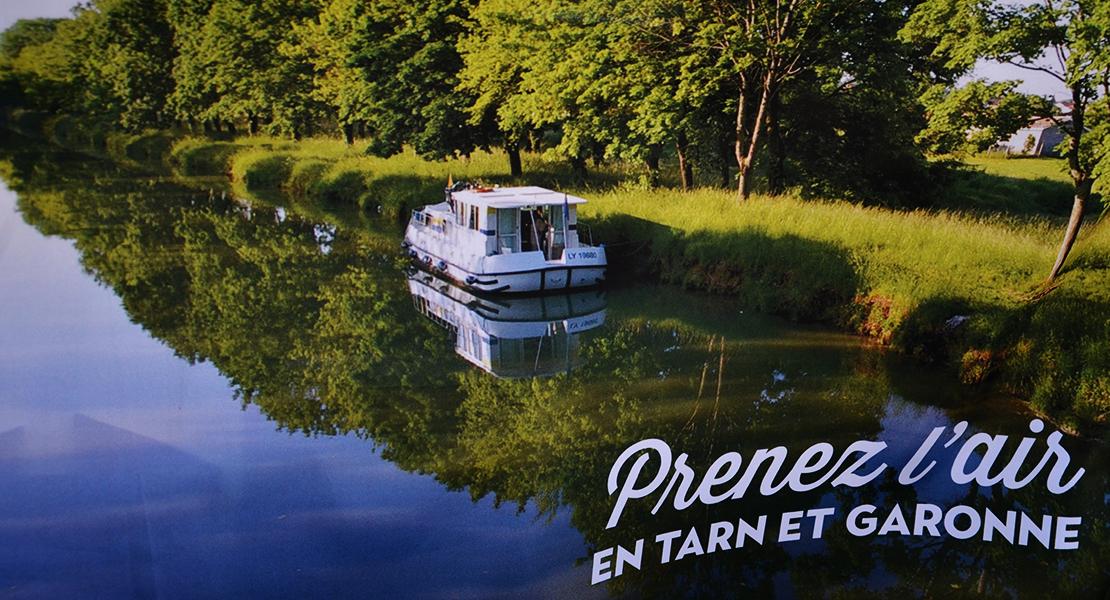 Photo d'une péniche sur un canal sur Swanee Rose Le Blog