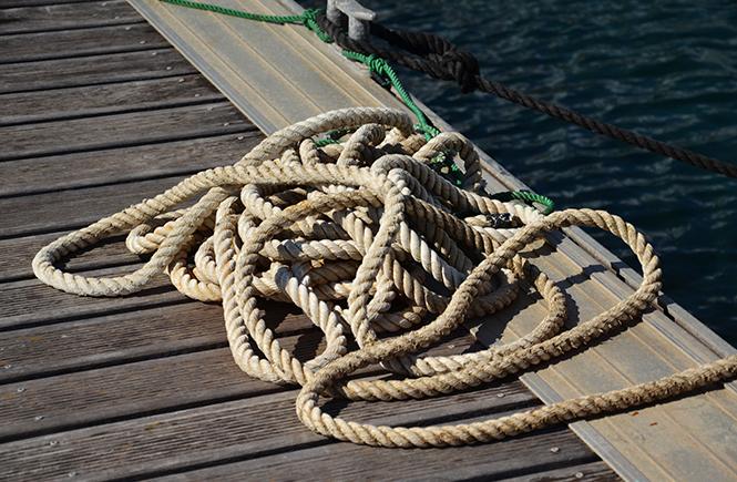 Rouleau de corde sur le ponton Prpopriano Corse du Sud