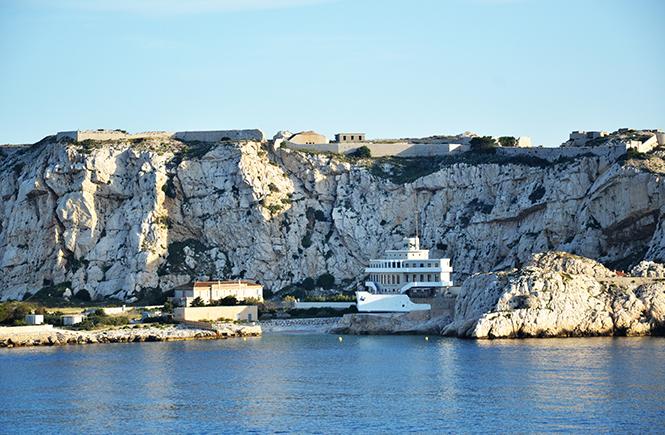 Le jour se lève en approchant de Marseille