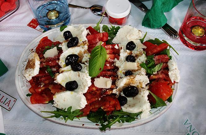 Salade Tomates Mozzarella Basilic aux couleurs de l'Italie