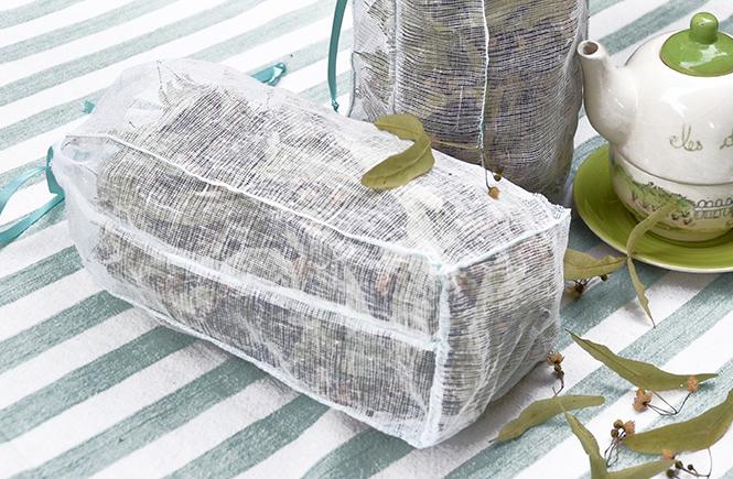 DIY-Sachets-en-tarlatane-pour-conserver-les-fleurs-de-tilleur-séchées