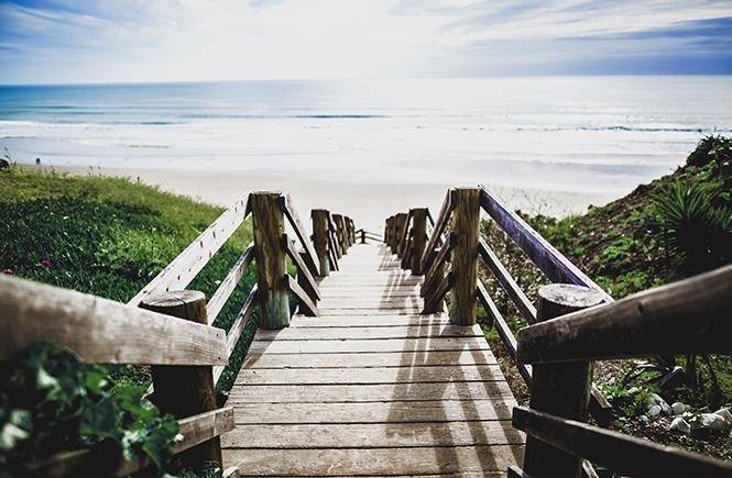 Ponton sur une plage