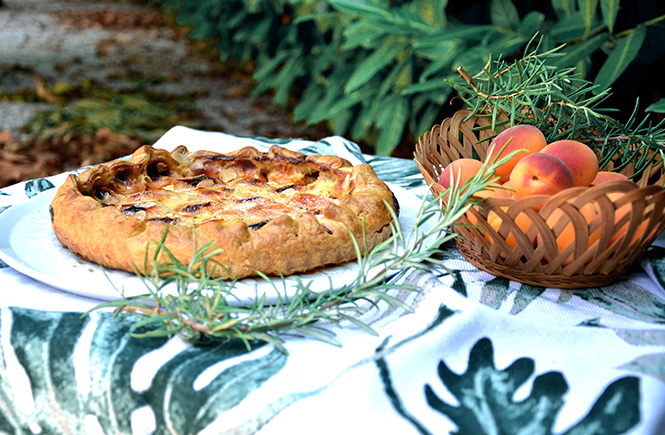 tarte-abricots-menthe-romarin