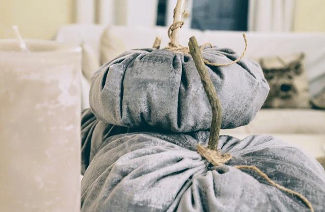 Citrouilles-en-velours-gris--DIY-sur-Swanee-Rose-Le-Blog