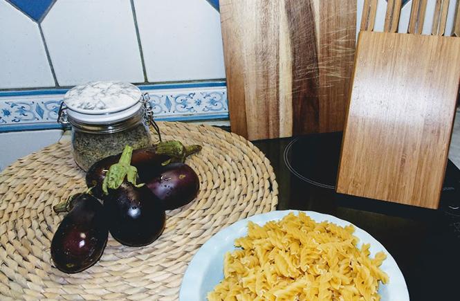 Pâtes aux aubergines et tomates cerise sur Swanee Rose Le Blog