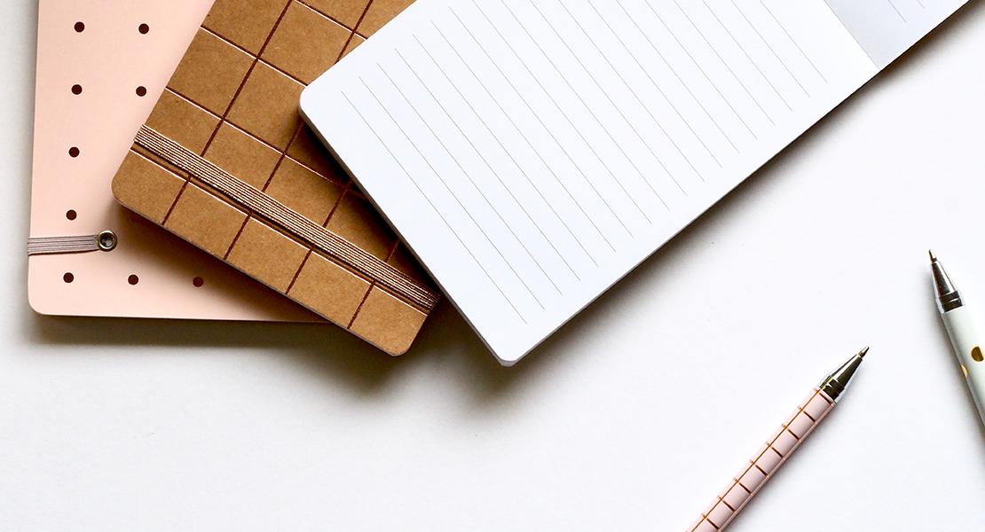 Photo de carnets et jolis stylos sur Swanee Rose Le Blog