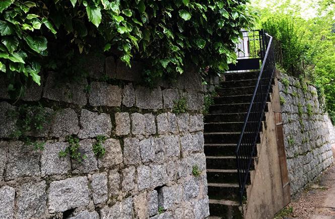 Escalier de pierre Village de Zonza Corse