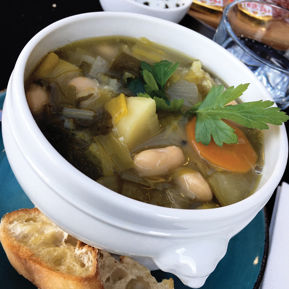 Soupe corse à L'Eternisula Café Zonza Corse