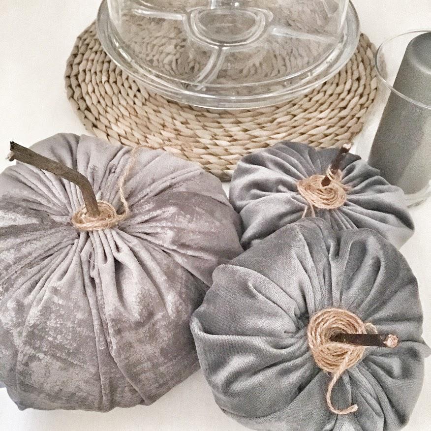 Présentoir pour muffins dans son décor d'automne