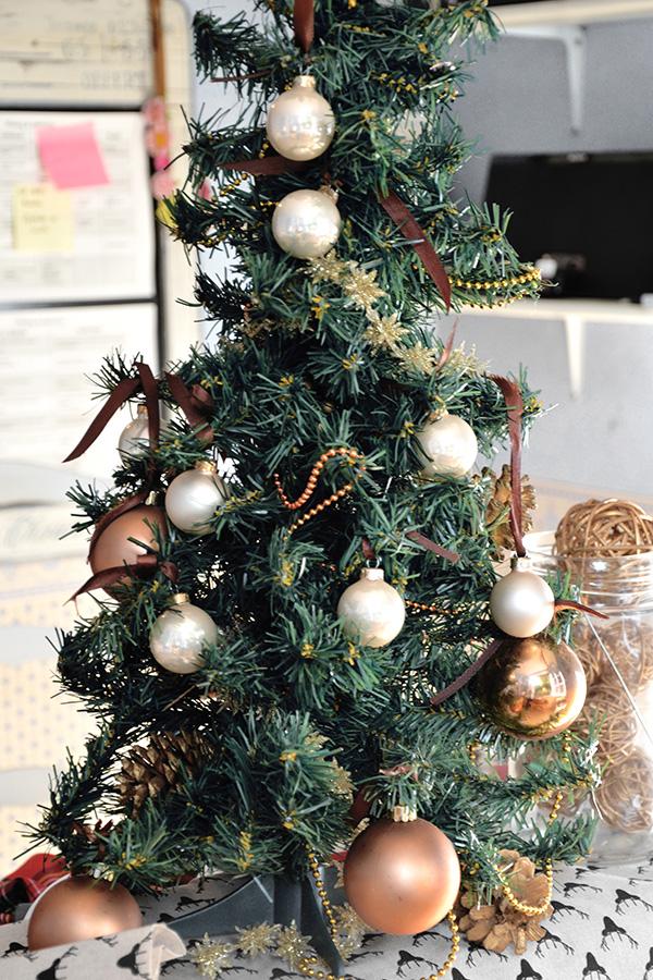 Petit sapin de Noël pour mon coin bureau sur Swanee Rose Le Blog