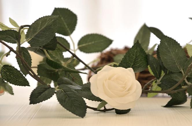 Guirlande de roses blanches