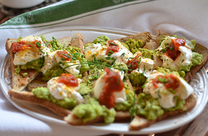 Avocado toasts à la burrata sur Swanee Rose Le Blog