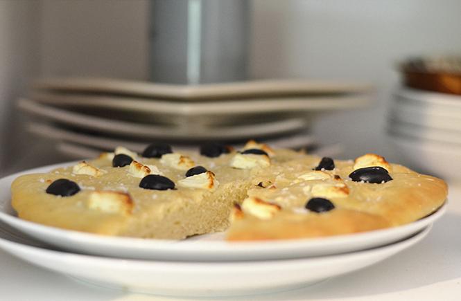 Focaccia Olives noires Feta sur Swanee Rose Le Blog