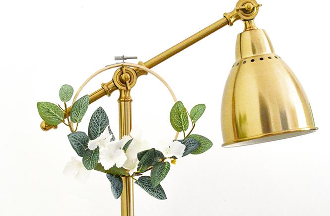 Petites couronnes de fleurs blanches