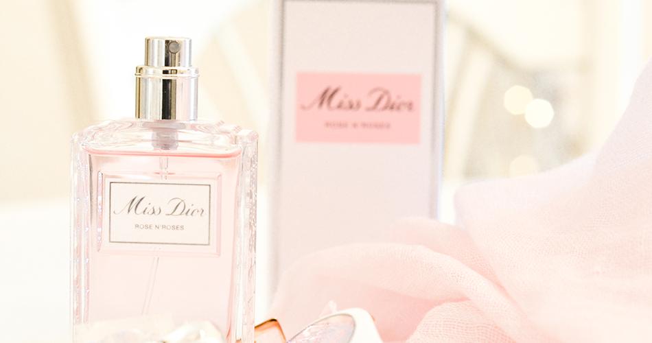 Miss Dior se pare d'une cascade généreuse de roses de mai rehaussée de zestes d'agrumes pour nous offrir l'enivrant Miss Dior Rose N'Roses.